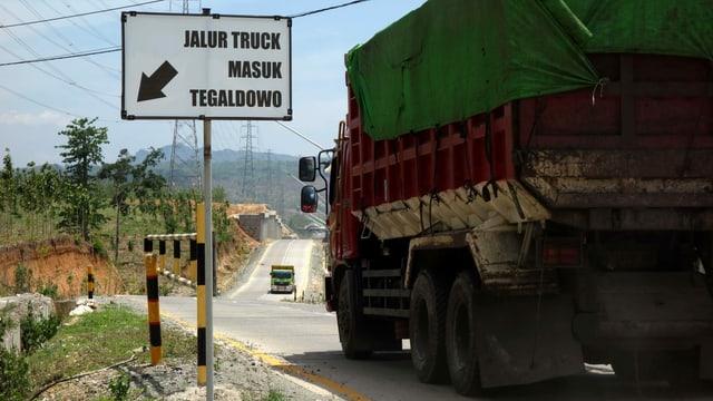 Lastwagen auf einer Strasse