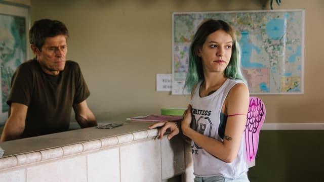 Halley und der Motel-Manager Booby.