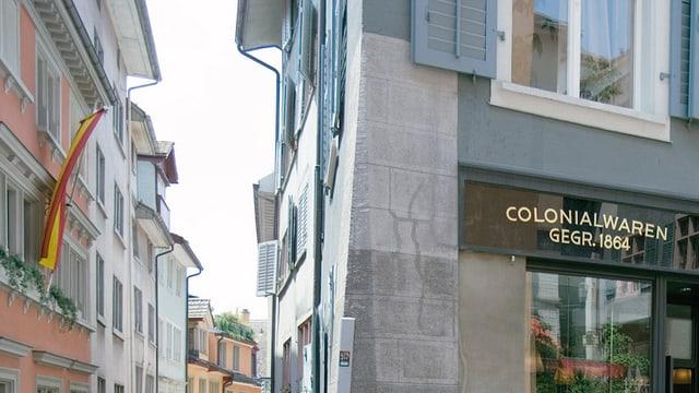 Zeugen der Schweizer Kolonialgeschichte findet man auch in der Schweiz, etwa in Zürich.