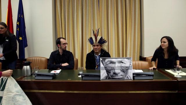 Ladio Veron an einer Medienkonferenz in Madrid.