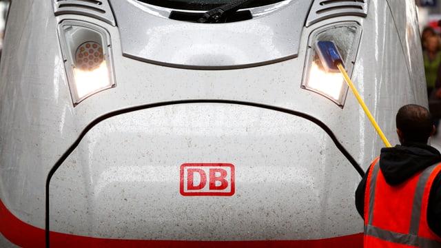 Front eines ICE der Deutschen Bahn