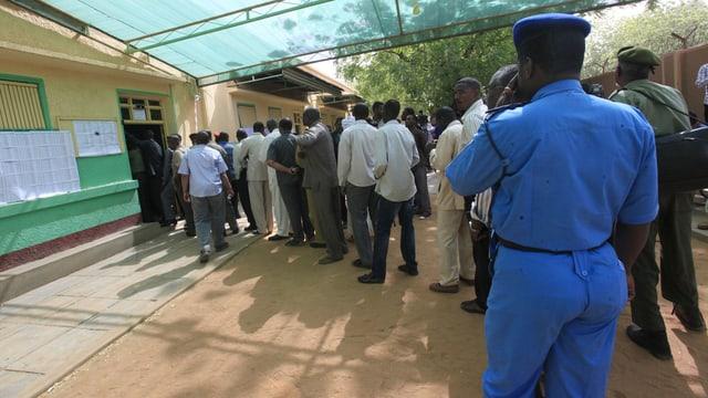 Colonna d'electurs en il Sudan