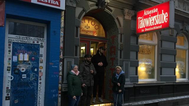 Die älteste Tatoostube Deutschlands liegt in Hamburg, in St.Pauli.