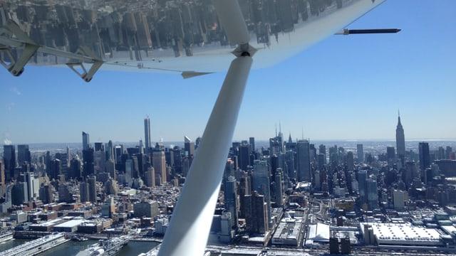 Aussicht auf Manhattan aus Harris Flugzeug.