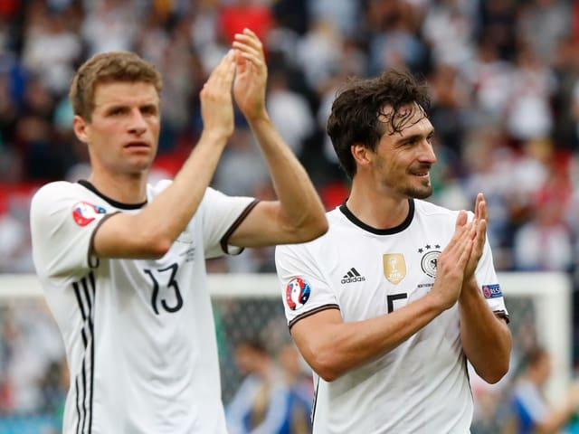 Thomas Müller (l.) und Mats Hummels werden von Trainer Joachim Löw nicht mehr berücksichtigt.