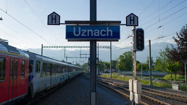 Bahnhofschild Uznach