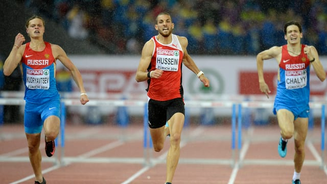 Kariem Hussein holt Gold über 400 Meter Hürden.