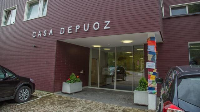 L'entrada da la Casa Depuoz.