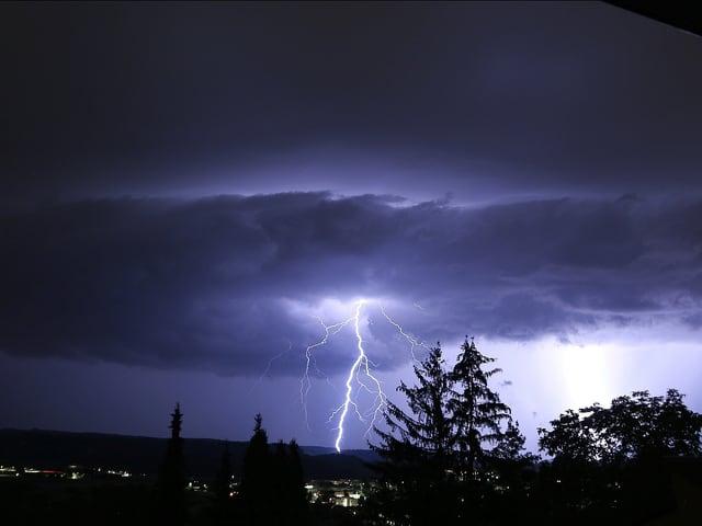 Wunderschöner Blitzeinschlag.