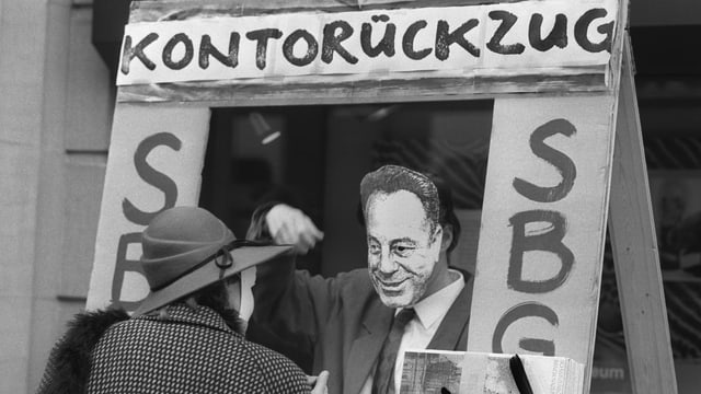 1988 forderten Demonstranten in Zürich den Abbruch der wirtschaftlichen, diplomatischen und kulturellen Beziehungen der Schweiz mit Südafrika.