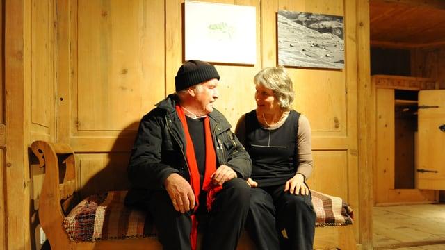 Ils artists Damian Widmer e Lucia Degonda avant duas da lur ovras.
