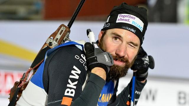 Il currider da biatlon, Benjamin Weger durant ina cursa a Östersund.