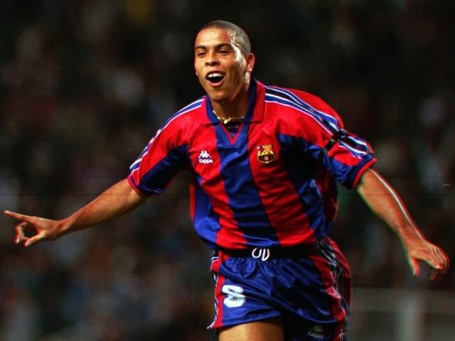 Ronaldo bejubelt bei Barcelona ein Tor.