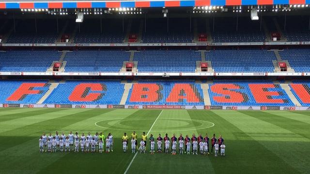 Die Frauenteams des FCB und FCZ im St.Jakob Park