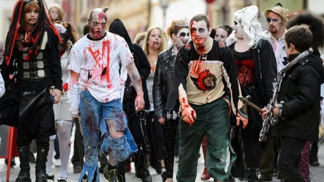 Eine Gruppe Zombies an einem Zombie-Walk.