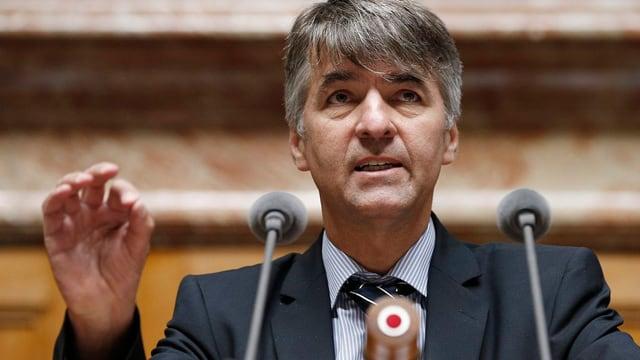 Nationalrat Alec von Graffenried (Grüne) am Rednerpult im Nationalrat.