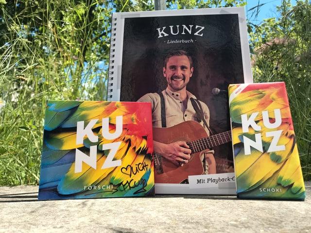 Kunz-CD, -Liederbuch und -Schokolade.
