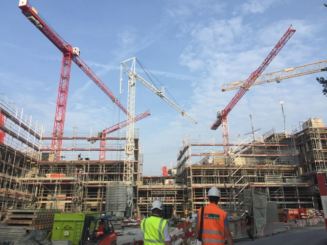 Auf der Grossbaustelle «The Circle» arbeiten über 500 Bauarbeiter. In zwei Jahren soll es den Flughafen Zürich ergänzen – mit Hotels, Restaurants und sogar einem Teil des Unispitals