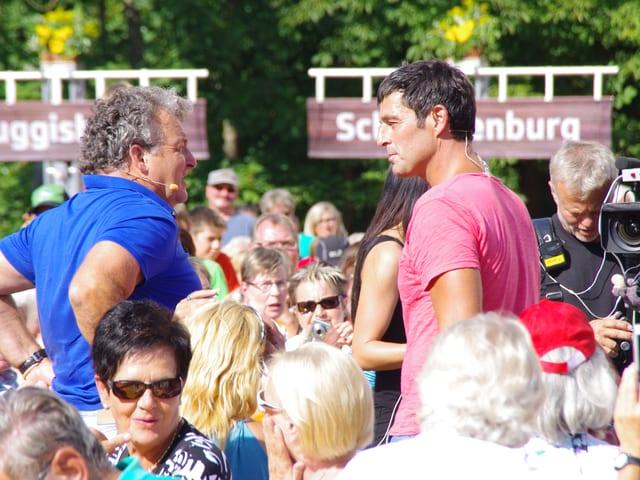 Marco Rima und Romankilchsperger inmitten der Zuschauer