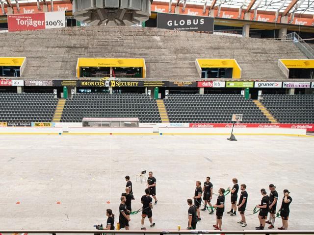Die Spieler des SC Bern im Training.