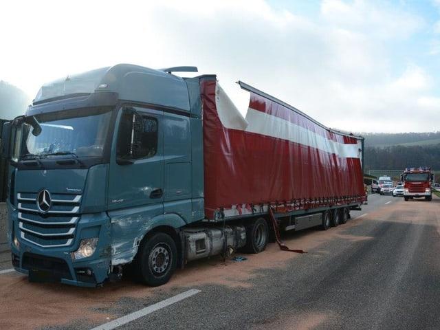 Lastwagen mit Bindemittel auf Strasse