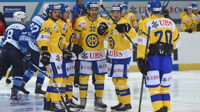 giugaders da hockey da Tavau sa legran da lur victoria
