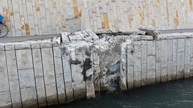 Schaden in der Rheinufer-Promenade.
