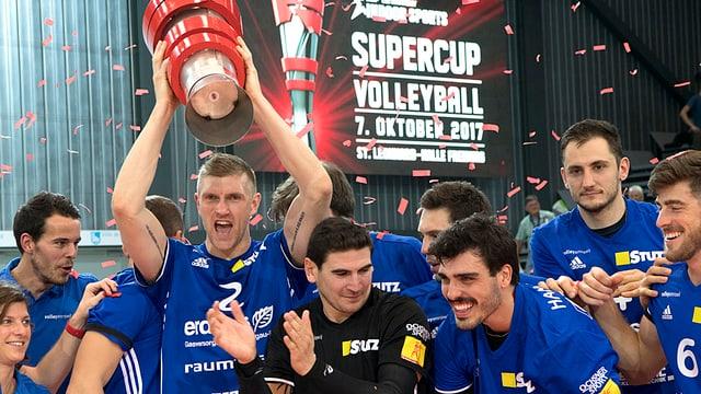 Gewinn Supercup: Die Amriswiler Volleyballer jubeln.