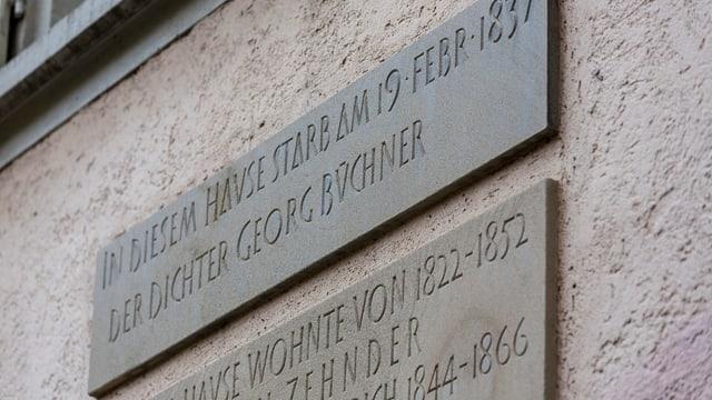 Am ehemaligen Wohnhaus von Georg Büchner an der Spiegelgasse 12 prangt heute eine Gedenktafel.