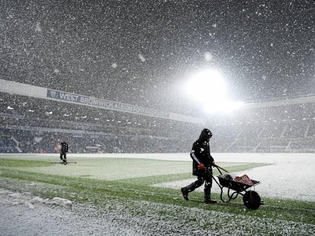 Dichtes Schneetreiben im Hawthorns-Stadion in West Bromwich.