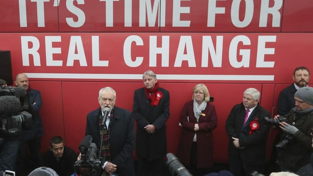 Labour-Chef Jeremy Corbyn auf Wahlkampf im schottischen Uddingston.