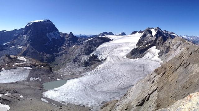 Mit der allgemeinen Erwärmung schmelzen auch die Gletscher immer stärker, hier der Gemsfairenstock.