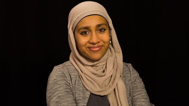 Fathima mit klassischem Kopftuch