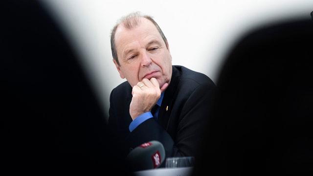 Maurice Tornay in nachdenklicher Pose.