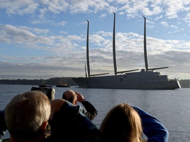 Grösstes Segelschiff der Welt mit einer Länge von 140 Metern.