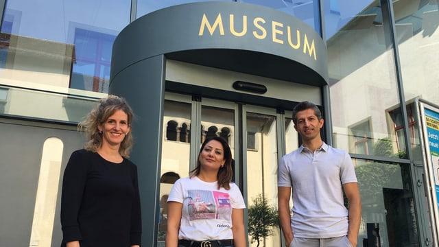 Bettina Bussinger, Leiterin des Projekts, mit Sherin Abdulhannan und Hemen Saidpur.