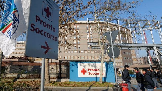 Aussenansicht eines Spitals in Mailand.