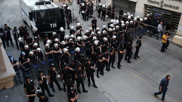 Polizeiblockade mitten in Istanbul.