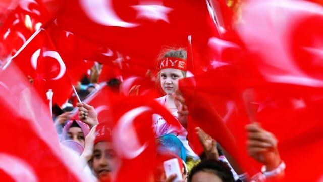Erdogan-Unterstützer in Gaziantep kurz vor dem Besuch von Präsident Erdogan Ende August 2016. (reuters)