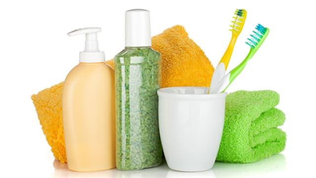 Kosmetikartikel mit Handtüchern