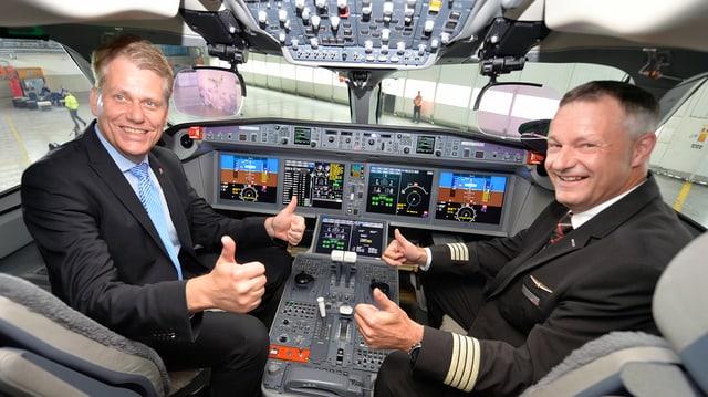 Els dus cun si ils polschs en il cockpit.