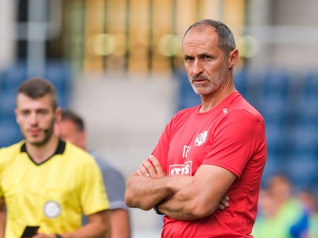 FCL-Trainer Thomas Häberli an der Seitenlinie.