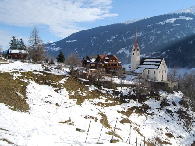 Die Pension von Ursi und Christian Weber liegt auf 1000 Meter über Meer, oberhalb des Bündner Dorfes Trun.
