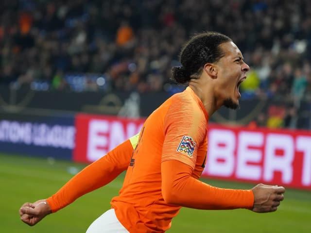 Virgil van Dijks jubelt über seinen Treffer.