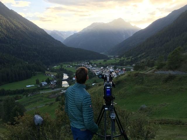 Kameramann filmt Sonnenuntergang.