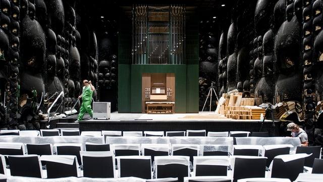 Blick in den Konzertsaal mit der neuen Orgel.