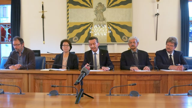Personen im Landratssaal des Kantons Uri.