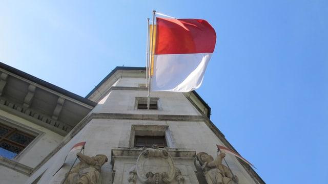 Solothurner Flagge am Rathaus