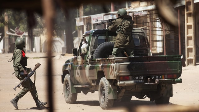 Malische Soldaten kämpfen gegen Islamisten in Gao. (reuters)