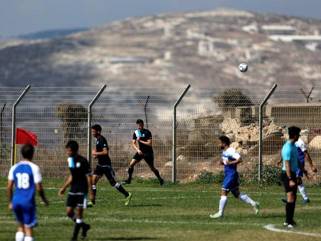 In den besetzten Gebieten im Westjordanland treten unterklassige «Siedlermannschaften» gegeneinander an.